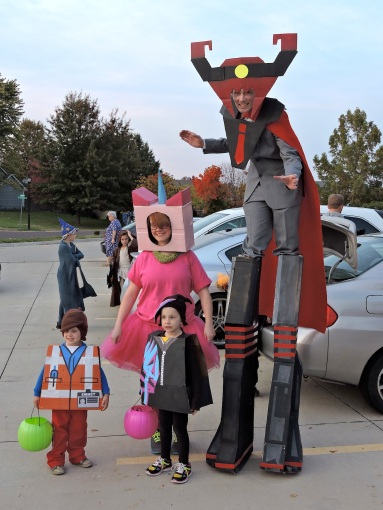 Where we the best family costume that night? Not even close! We had Lego people, Gru, Lucy and some minions and Cruella  with some Dalmatians...to name a few.